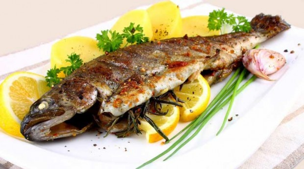 fish-plate-with-lemon-slices-620x344